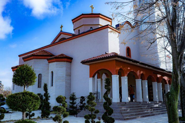 """Православен храм """"Въздвижение Св. Кръст Господен"""